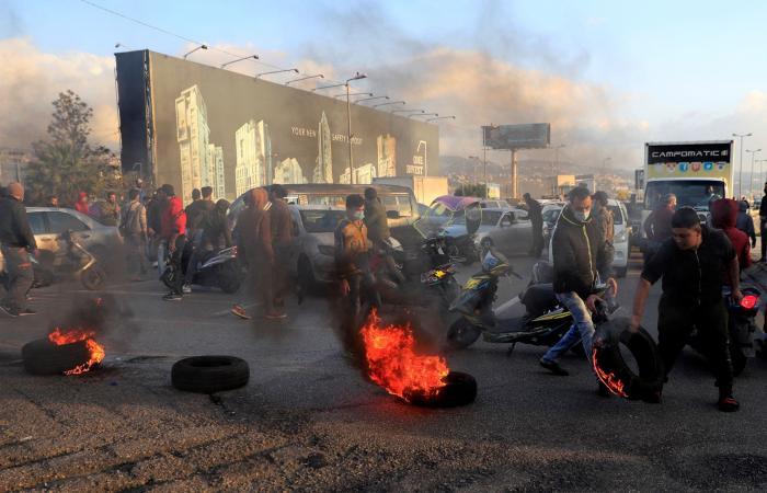 بعد تراجع قياسي لقيمة الليرة.. احتجاجات شعبية تعم لبنان