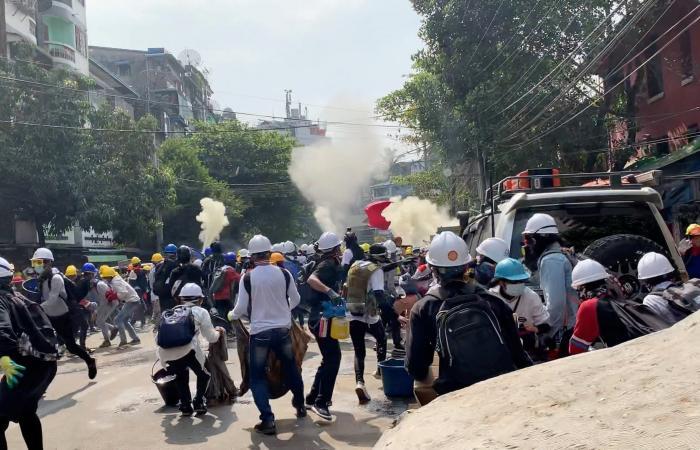 سقوط قتلى إثر استخدام الأمن الرصاص ضد المحتجين في ميانمار