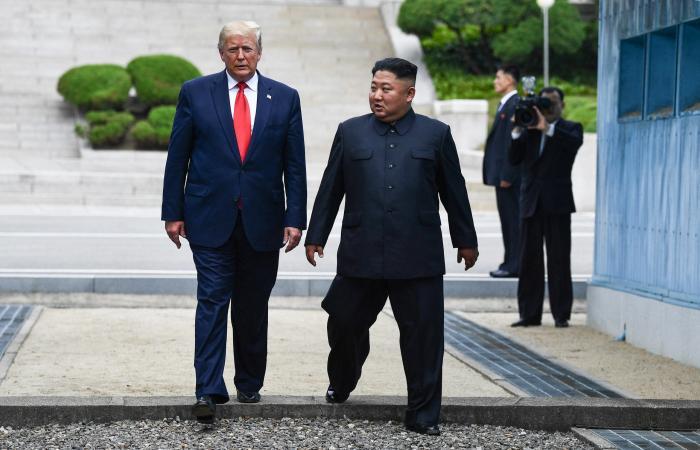 صور ورطته.. هل يتحدى كيم ويعيد النووي؟!
