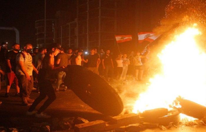 بالفيديو- تدافع وجرحى.. هذا ما حصل بين الجيش والمتظاهرين!