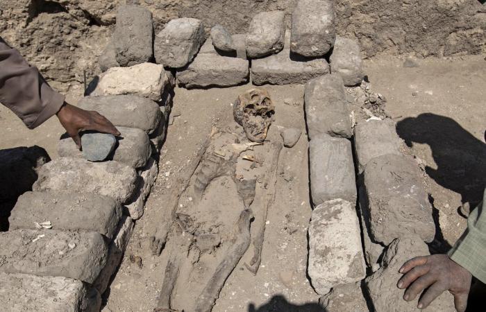 """بالصور.. زاهي حواس يكشف تفاصيل """"أهم كشف"""" بعد مقبرة توت عنخ آمون"""