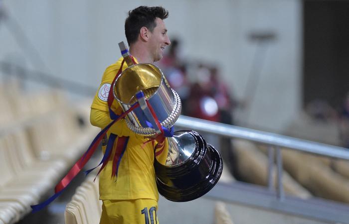 ميسي ينهي صيام برشلونة عن البطولات ويقوده للفوز بكأس الملك