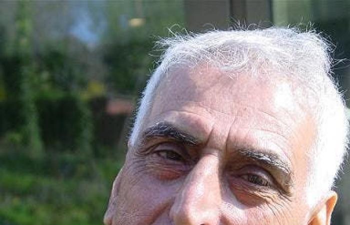 لماذا اعتذر وزير الثقافة العراقي عن رعايته للشاعر سعدي يوسف؟