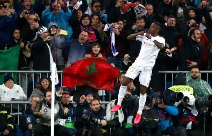 الدوري الإسباني يخطط لعودة الجماهير في مايو