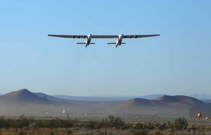 Stratolaunch تكمل ثاني رحلة لأكبر طائرة في العالم