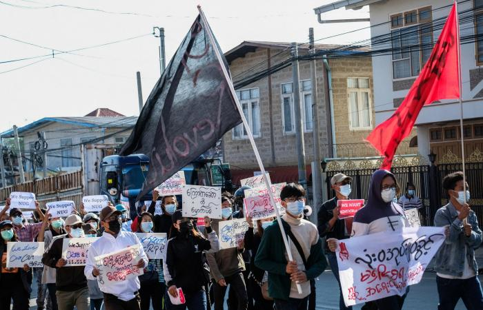 سلسلة تفجيرات صغيرة تهز ميانمار.. والاحتجاجات مستمرة