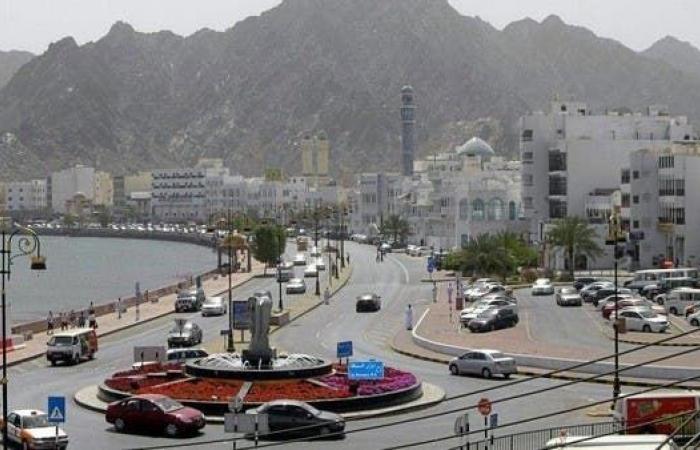 سلطنة عمان تشدد إجراءات كورونا في عيد الفطر.. وتحظر الأنشطة التجارية