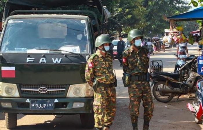متمردو ميانمار يسقطون هليكوبتر عسكرية.. والجيش يرد