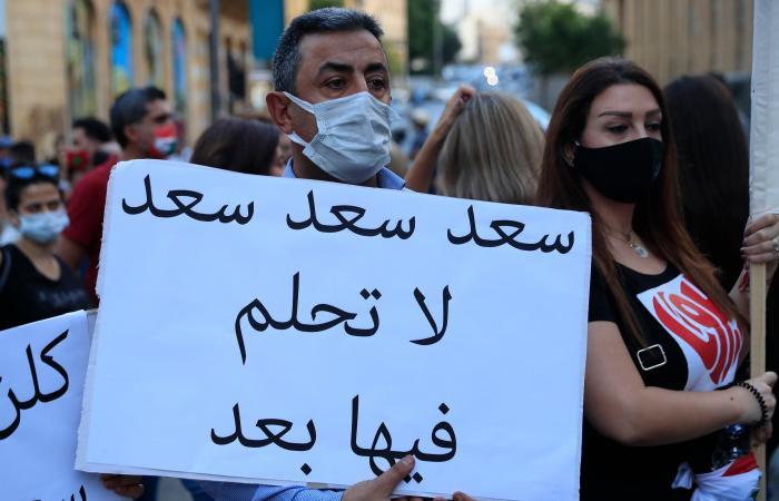 لودريان في لبنان ملوحاً بعقوبات..والحريري يدرس الاعتذار