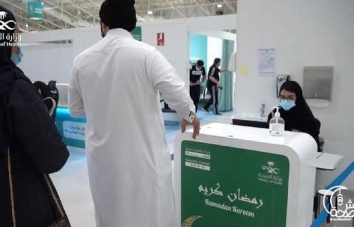 """""""الموارد البشرية"""" السعودية: تلقي لقاح كورونا شرط الحضور إلى مقرات العمل"""
