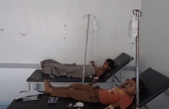 فيديو.. إصابة طفلين بانفجار جسم من مخلفات الحوثيين