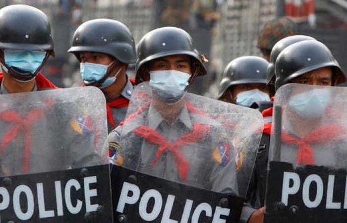 متمردو كارين في ميانمار يحرقون موقعاً حكومياً آخر