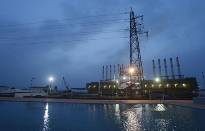 الكهرباء: 100 ألف دولار يومياً في البحر