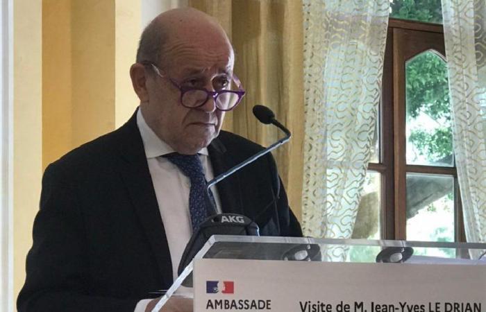رسالة لودريان إلى المعنيين.. فرنسا رفعت يدها!