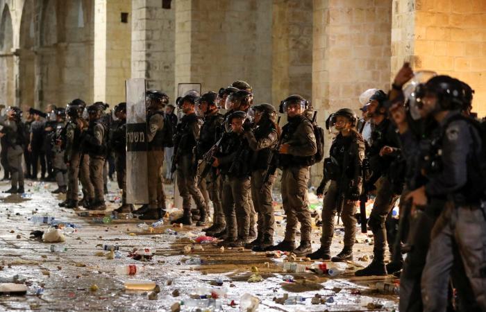 اشتباكات مستمرة.. قذائف من غزة واعتقال فلسطينيين بالقدس