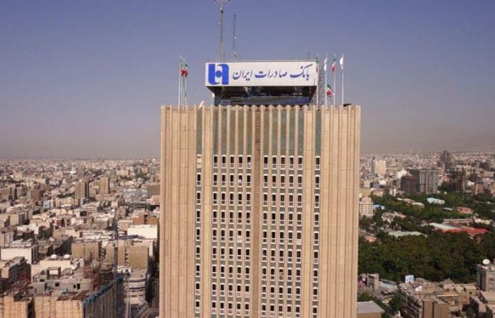 """""""وثائق مسربة"""" تكشف حسابات لخامنئي وإيرانيين ببنك حزب الله"""
