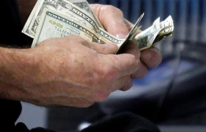 """مبيعات التجزئة الأميركية تستقر مع انحسار تأثير """"شيكات"""" الدعم الحكومي"""