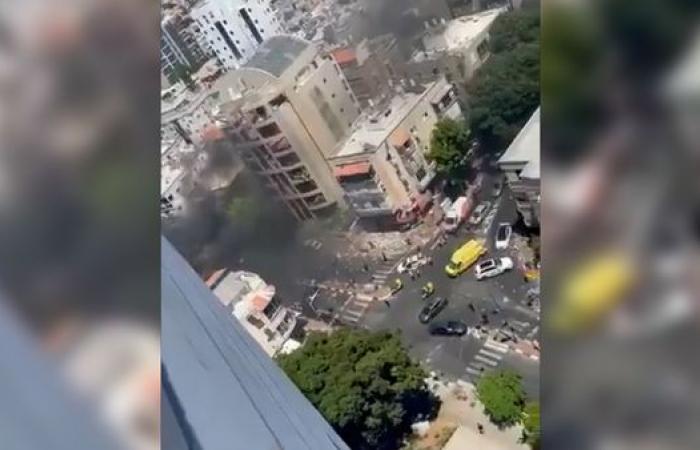 شاهد.. أضرار وسط تل أبيب بسقوط صاروخ أطلق من غزة