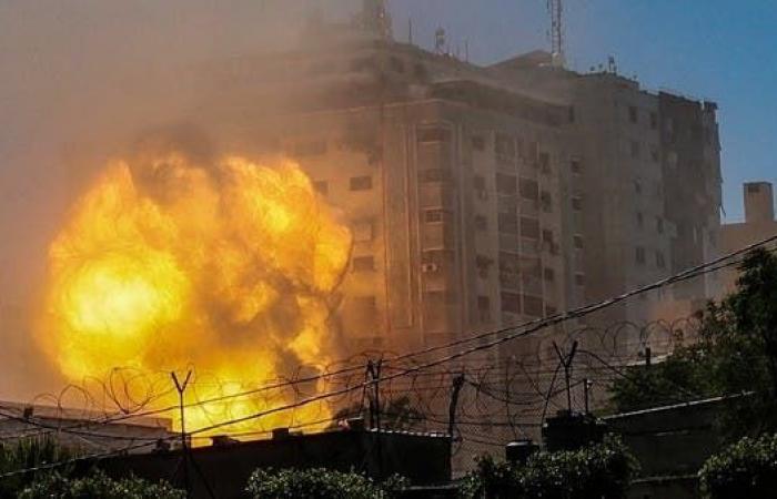 إسرائيل تقصف موقعاً لحماس وسط غزة.. وصواريخ من القطاع