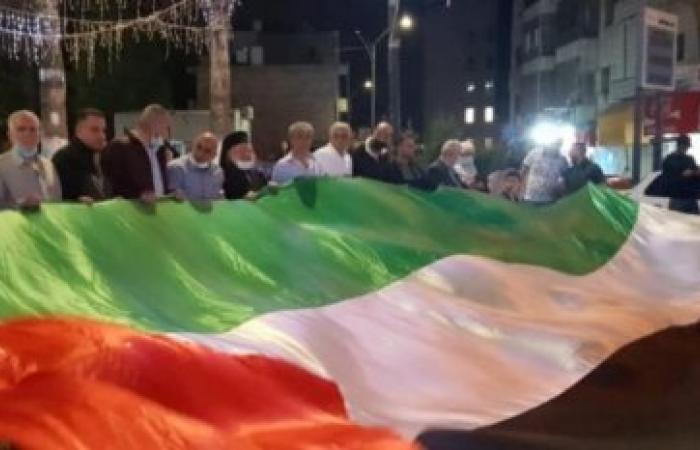 سكان الضفة يساندون قطاع غزة