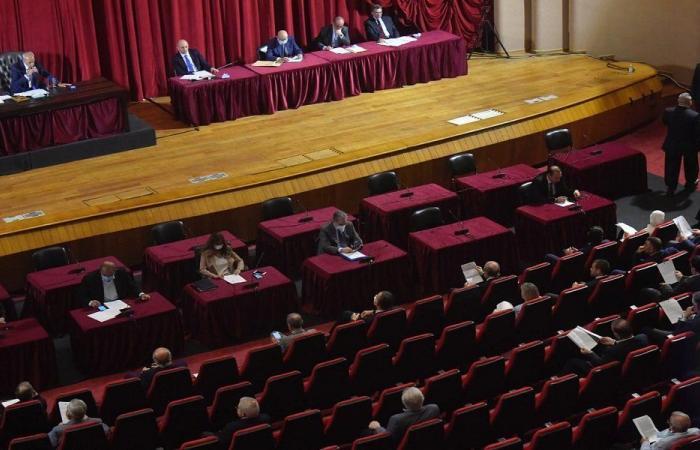 مَن يُخطِّط لإسقاط المجلس النيابي؟