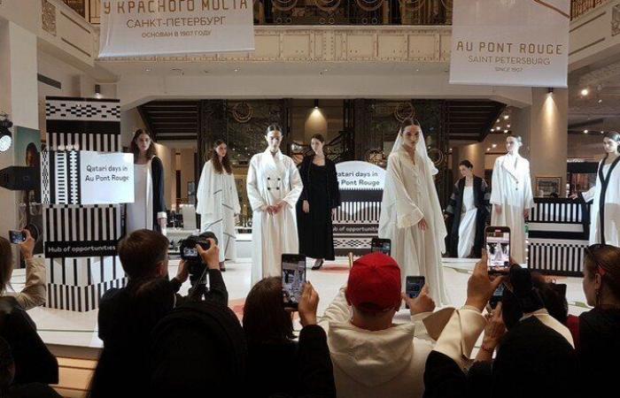 عرض للأزياء القطرية في سان بطرسبورغ الروسية (صور)