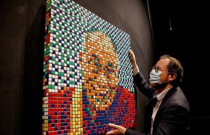 """لوحة من مكعبات """"روبيك"""" للدالاي لاما تعرض بمزاد"""