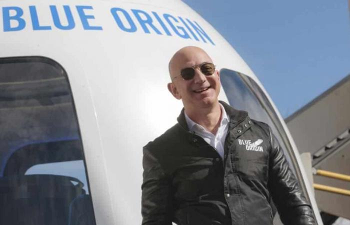 أغنى رجل في العالم ذاهب إلى الفضاء
