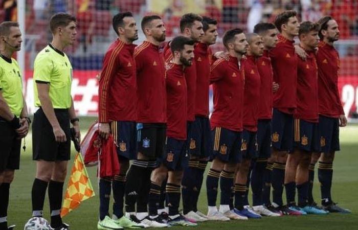 تطعيم أفراد منتخب إسبانيا بعد إصابة بوسكيتس بكورونا