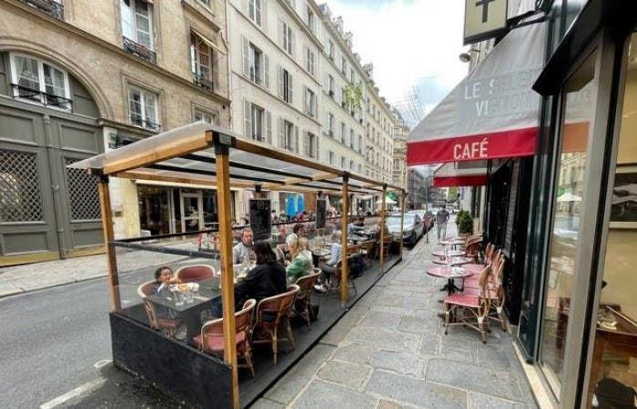 شرفات مطاعم فرنسا تثير الجدل