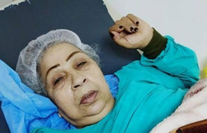 شاهد لحظة نقل أشهر كومبارس مصرية للعلاج بعد خطأ فادح!