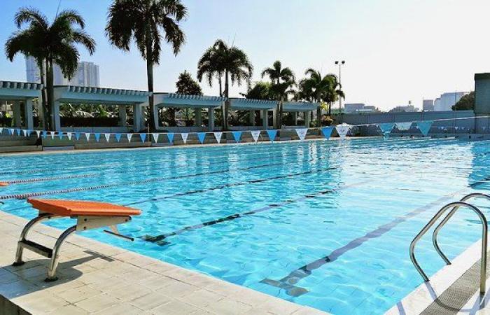 انتقادات لإعلامية سعودية بعد ظهورها في حوض سباحة!