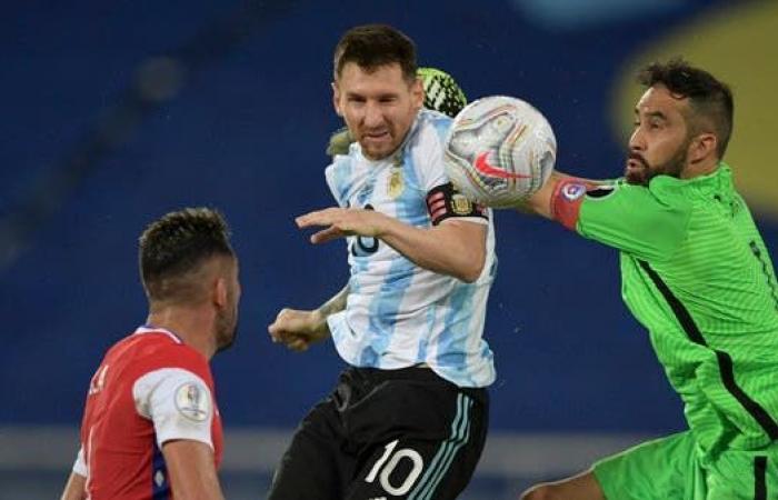 """تشيلي تتعادل مع الأرجنتين وتفسد """"فرحة"""" ميسي"""