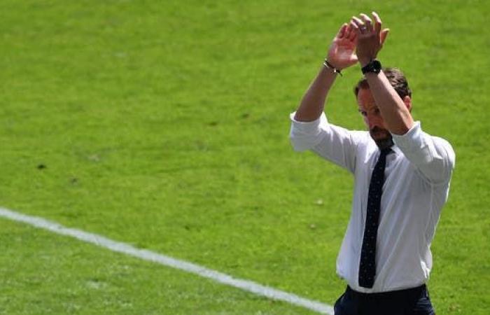 ساوثغيت يمنح لاعبي إنجلترا حرية لعب الكرات الطويلة