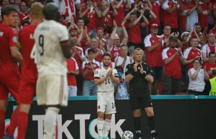 توقف مباراة الدنمارك وبلجيكا لمدة دقيقة تكريماً لأريكسن