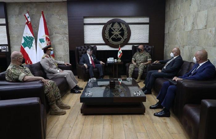 قائد الجيش التقى السفير المصري والسفيرة السويسرية