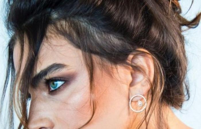 ممثلة لبنانية من دون ملابس!