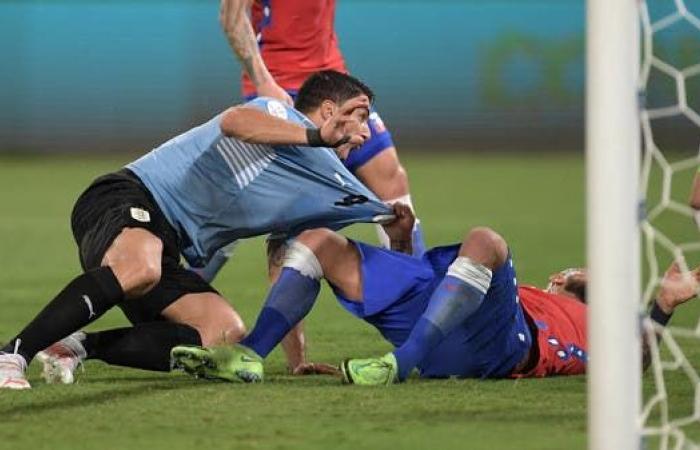 خطأ فيدال يمنح أوروغواي التعادل أمام تشيلي