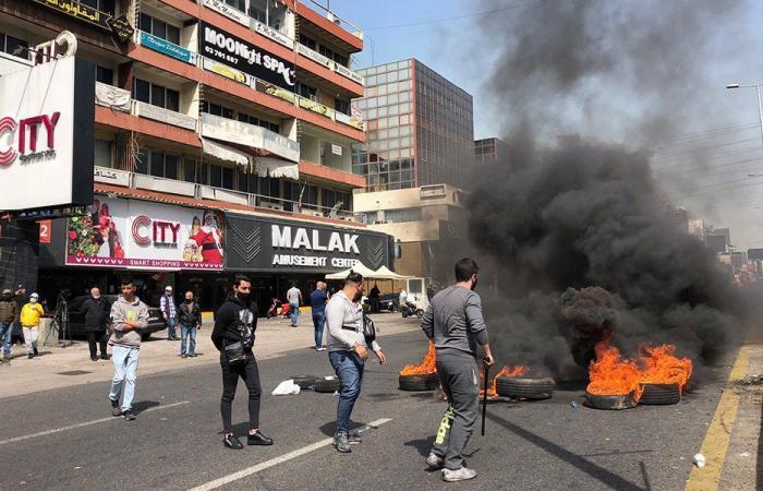 قطع اوتستراد انصارية في اتجاه بيروت ووقوع إشكالات