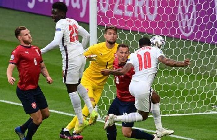 هدف مبكر يمنح إنجلترا الفوز وصدارة المجموعة الرابعة