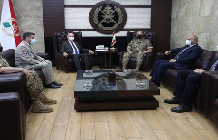 علاقات التعاون بين قائد الجيش والسفير التشيكي