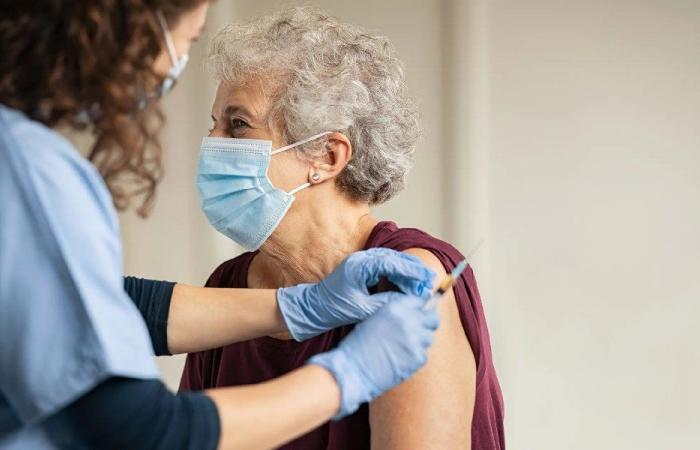 أطباء يكشفون عمّن يمكنهم الامتناع عن التطعيم