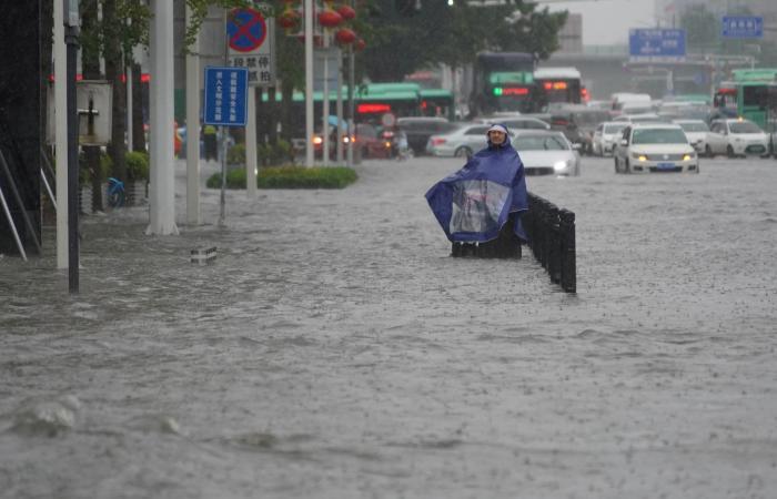 """أمطار الصين """"الأشد منذ 1000 عام"""".. وتفجير سد لتحويل المياه"""