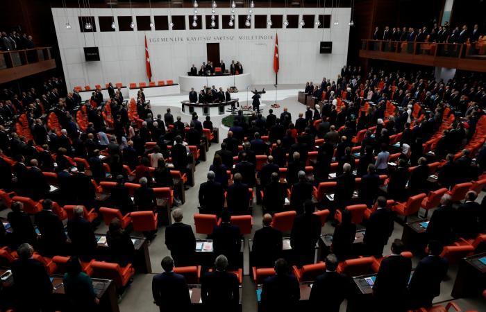 """تركيا.. قرار لـ""""الدستورية العليا"""" يثير حفيظة أكبر حزب معارض لأردوغان"""
