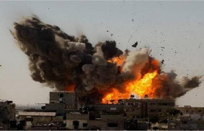 إسرائيل تقصف أهدافا في قطاع غزة بعد إطلاق بالونات حارقة