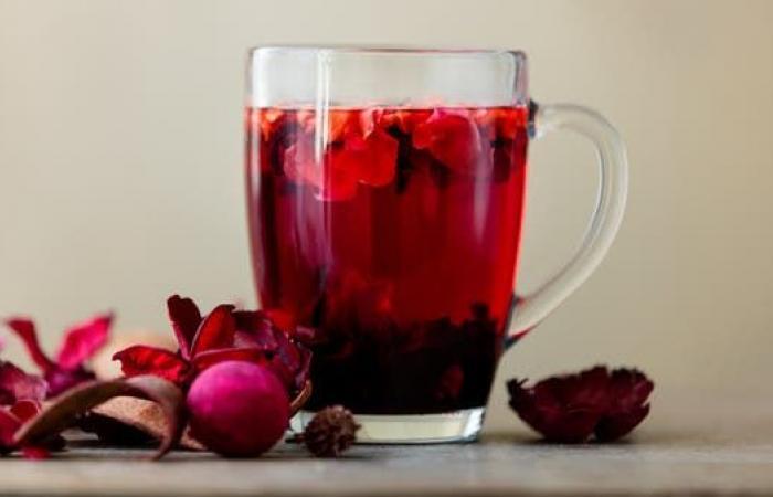 بالأدلة العلمية.. 10 فوائد صحية وتجميلية مذهلة لهذا المشروب