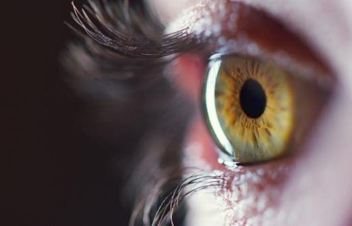 احذروا جداً من كورونا.. تشوهات قد تطال شبكية العين