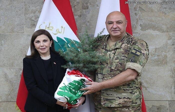 شُجيرة أرز باسم شهداء المرفأ من ماجدة الرومي لقائد الجيش