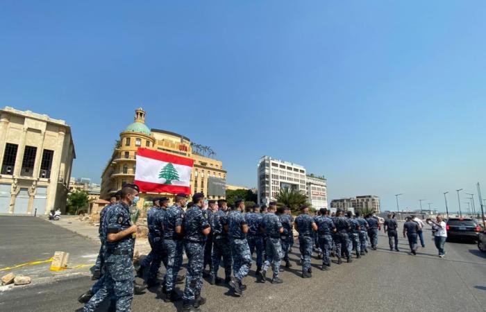 """""""قوى الأمن"""" تكرم شهداء 4 آب: مسيرة وورود (صور)"""