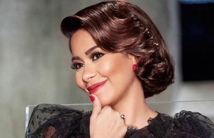 """شيرين تمازح واحداً من جمهورها في جدة.. """"وحياة أمي لوريك"""""""